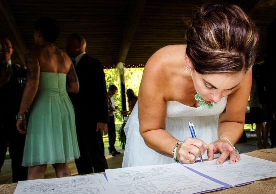 Signing1